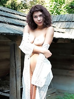Callista b callista b strips outdoors as she shows off her curvy hips and beautiful tits.
