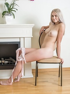 Mind blowing babe naked