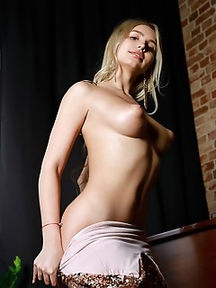 Candice lauren alluring blonde candice lauren shows off her big tits and smooth pussy on the piano.