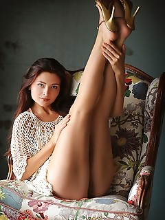 Berenice romantic and effortlessly beautiful, berenice in evocative poses that shows off her gorgeous feminine curves