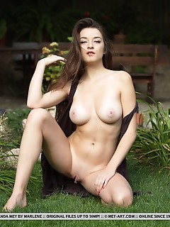 Younger free thumbnails adult shy models met art