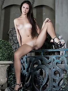 Free erotic nude photography erotica girl female pics
