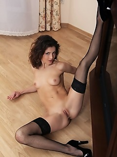 Divina a displays her yummy pussy and sexy legs in her stockings.