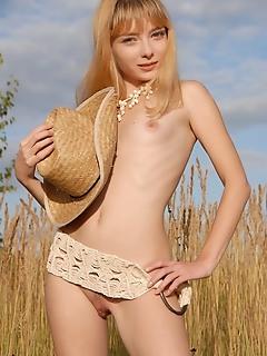 Teen girls gallerys hottie posing.