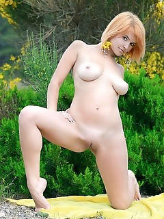 Violla a redhead violla a shows off her amazing naturals and plump pussy as she poses outdoors.