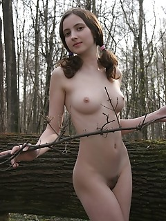 Coed photos amour angels style cutie in the forest