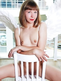 Cute girl posing naked