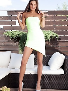 Melena a melena a strips outdoors baring her sexy, tanned body.