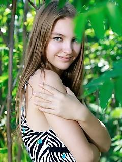 Teen erotic girl teen erotic girl 19 year nineteen teen models girls nude pics