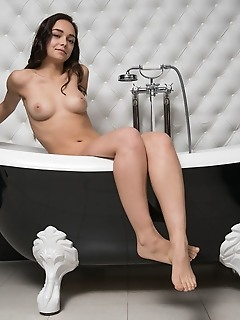 Cutie naked in the bath