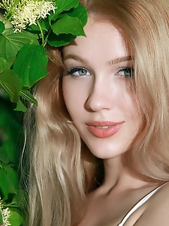 Genevieve gandi gorgeous blonde genevieve gandi shows off her amazing body outdoors.